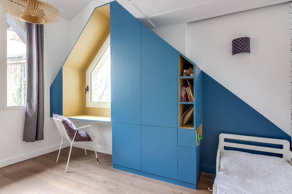 chambre-bleu-parquet