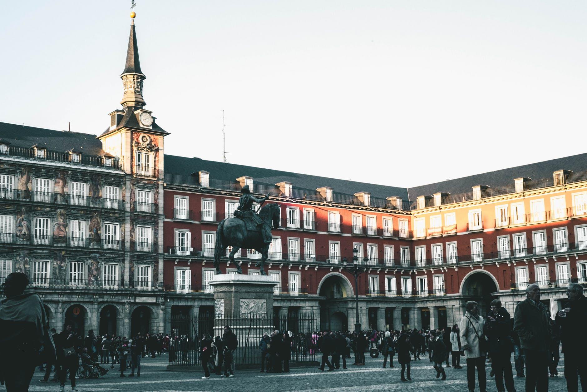 Rejoindre le centre-ville de Madrid depuis l'aéroport - Okarito