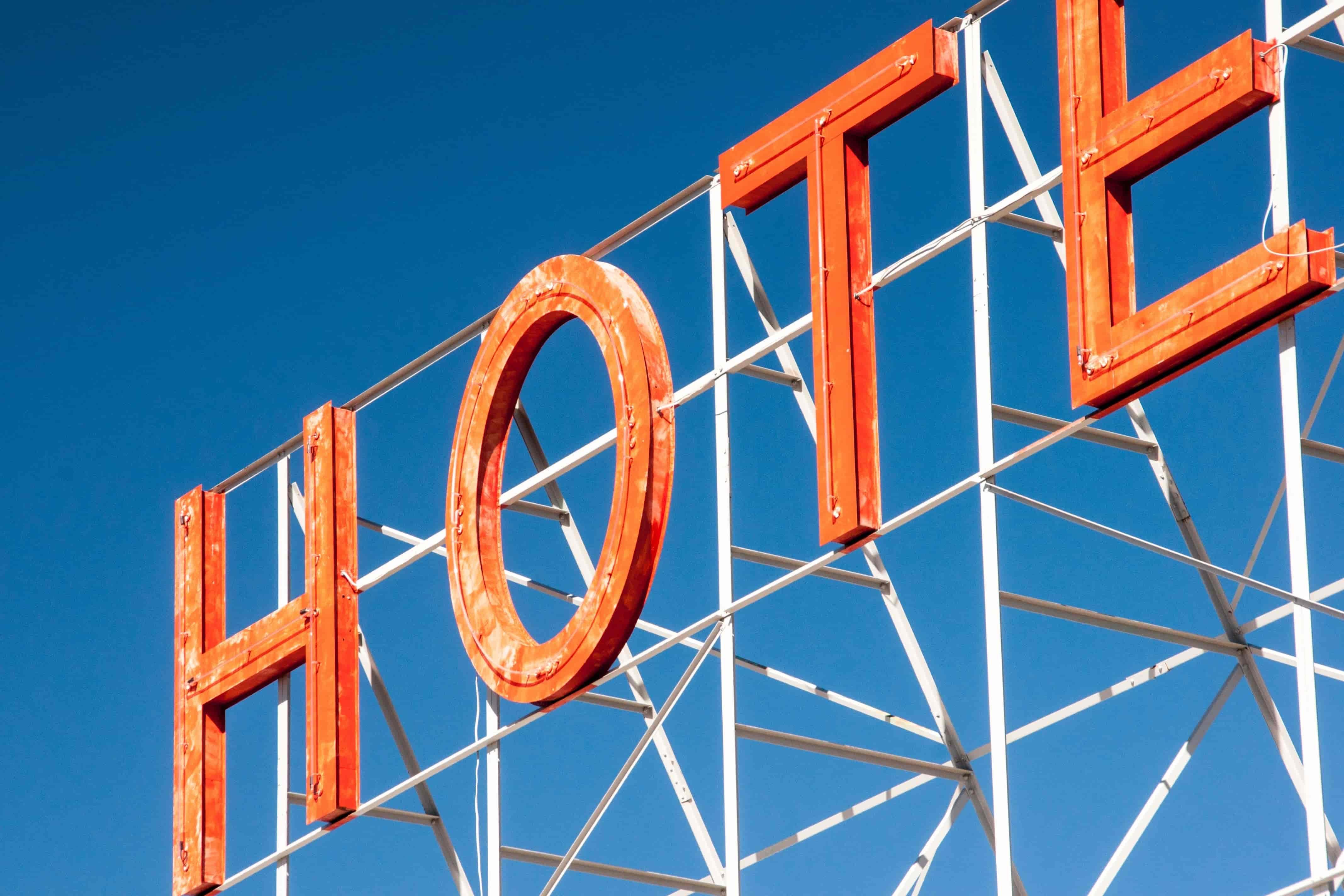 Réservez maintenant votre hôtel avec Okarito