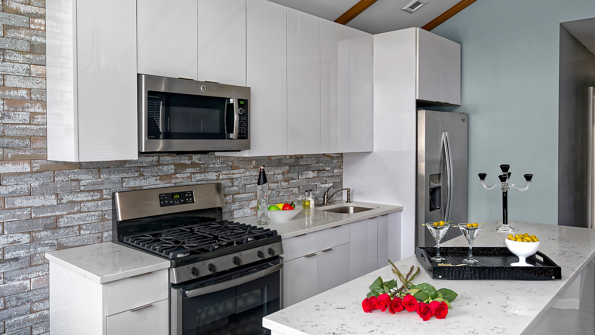 Our Prima cabinets will set an ultra-contemporary tone with their minimalist high-gloss style. High- gloss white cabinets are sure to add a contemporary and stylish look to your kitchen.