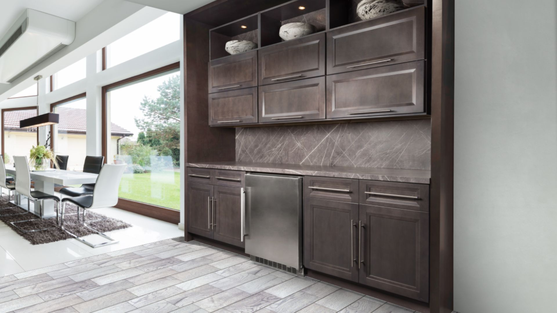 Onyx Cobblestone is sure to enhance the kitchen's design radiating a sophisticated and transitional look and feel.