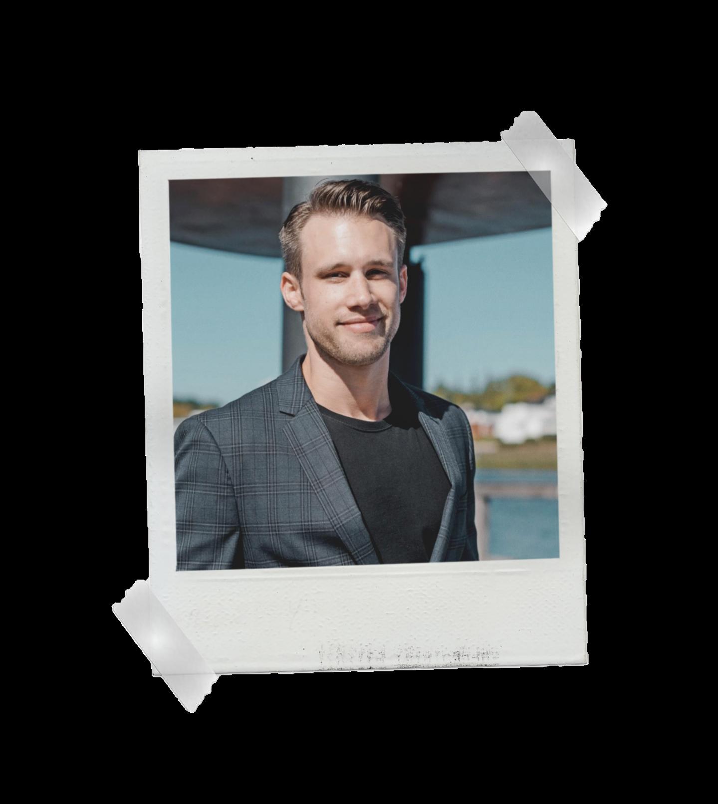 Florian Hoppe, der Inhaber von MOONDRIVE Digital. Lebt in Essen.