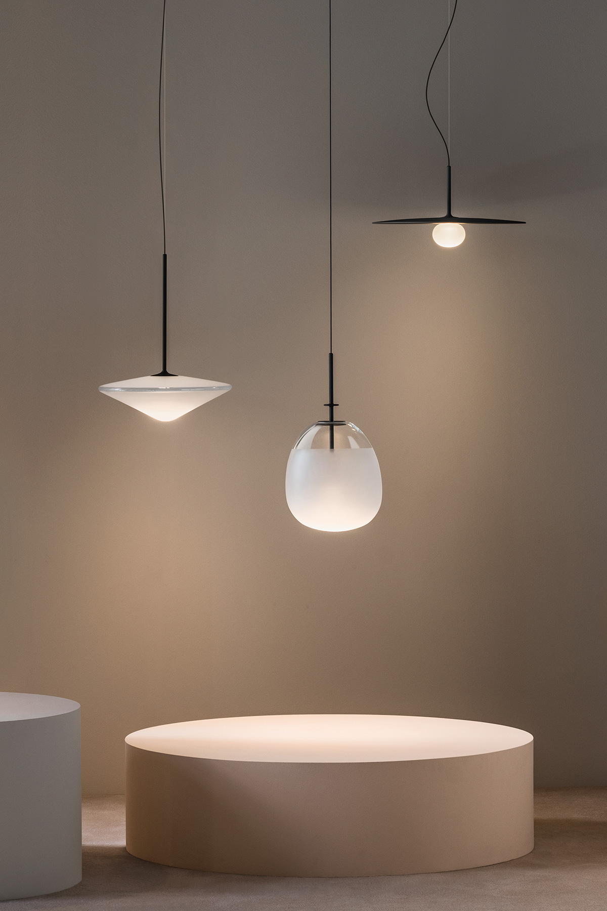 Tempo pendant light in black by Vibia