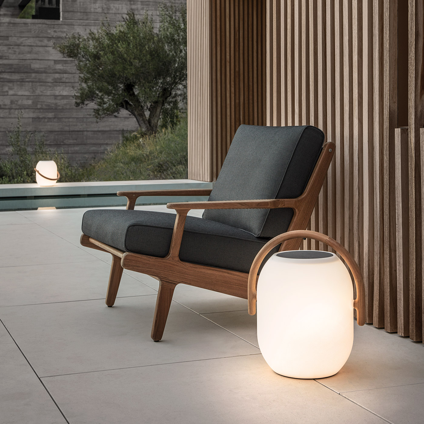 Bay lounge chair by Gloster
