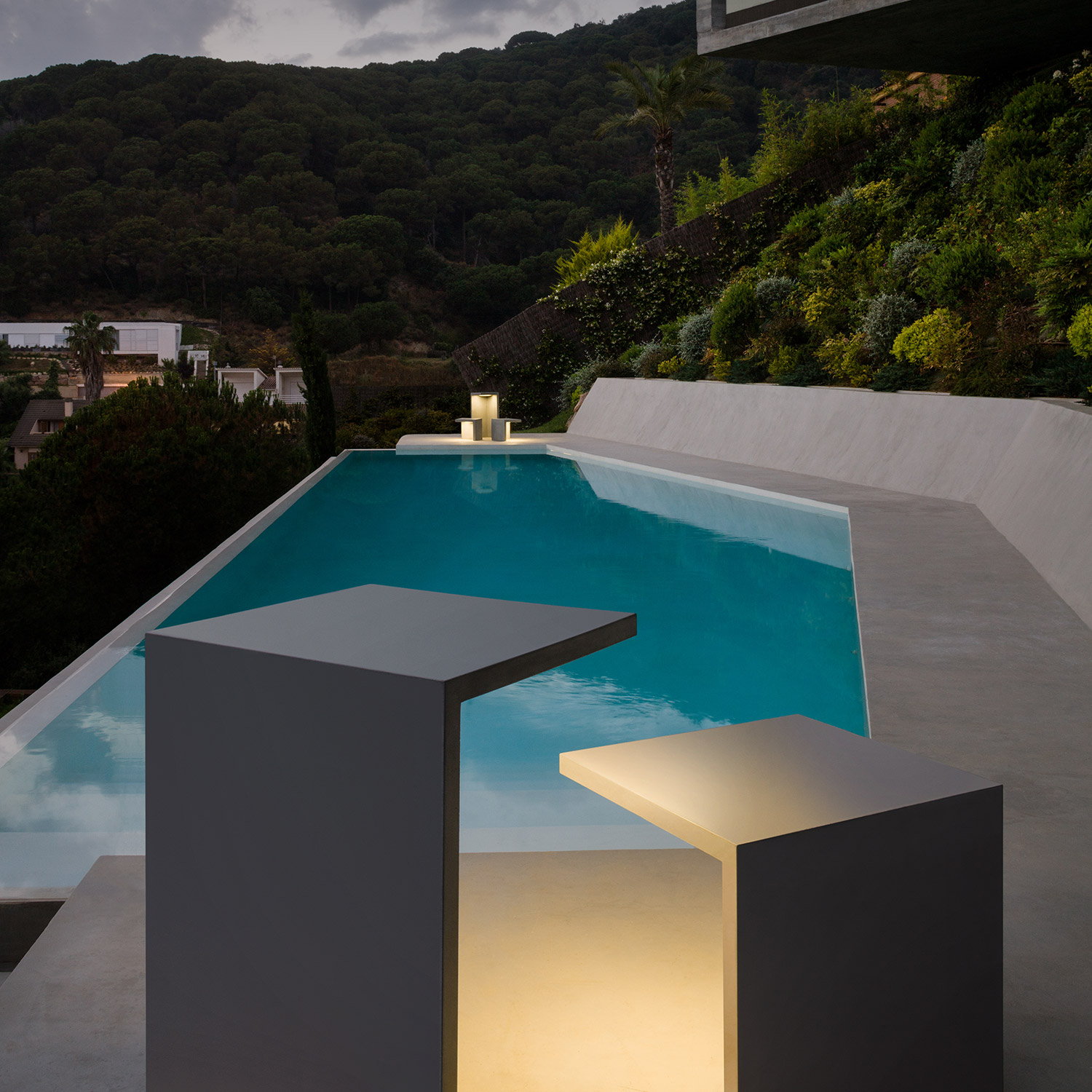 Empty outdoor light by Vibia