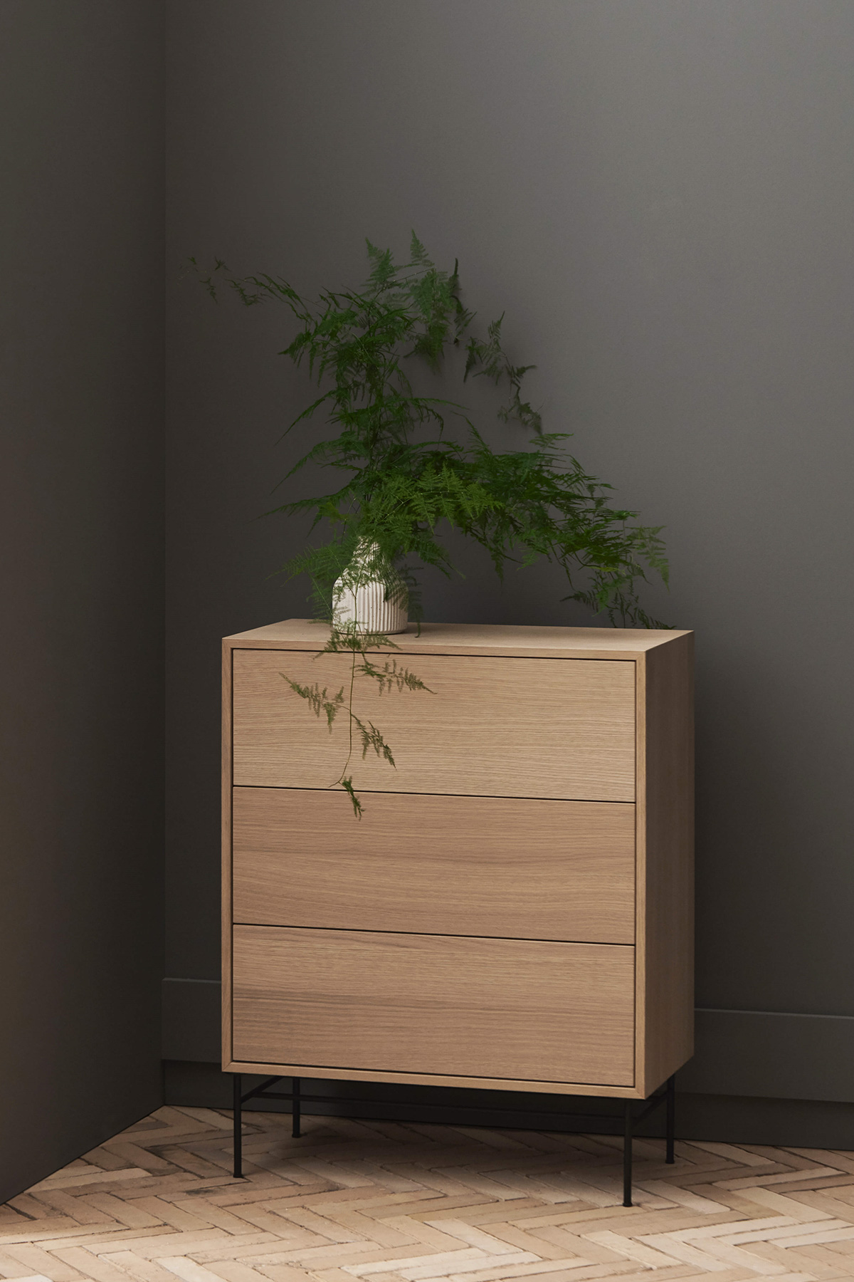 Bolia, Case minimal oak chest of drawers