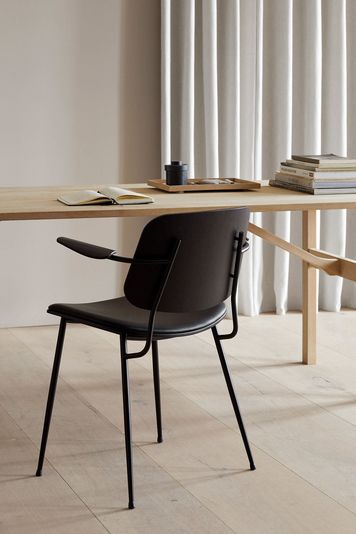 Søborg metal armchair in black, Mogensen 6284 table by Fredericia