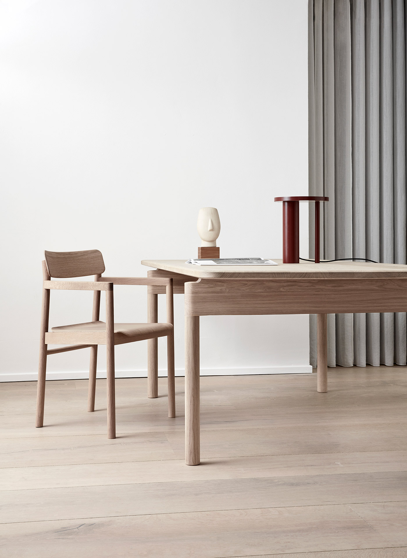 Post chair and table in oiled oak by Fredericia