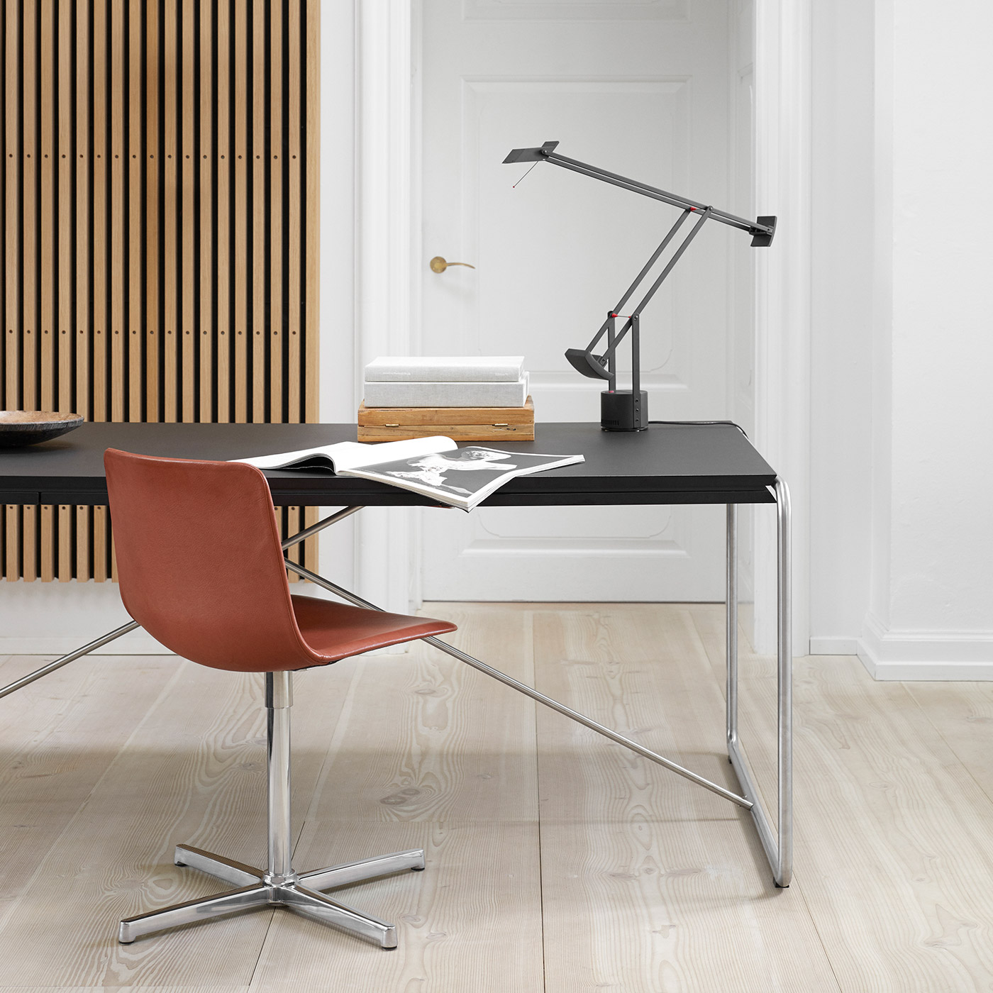 Pato swivel chair in red and chrome by Fredericia