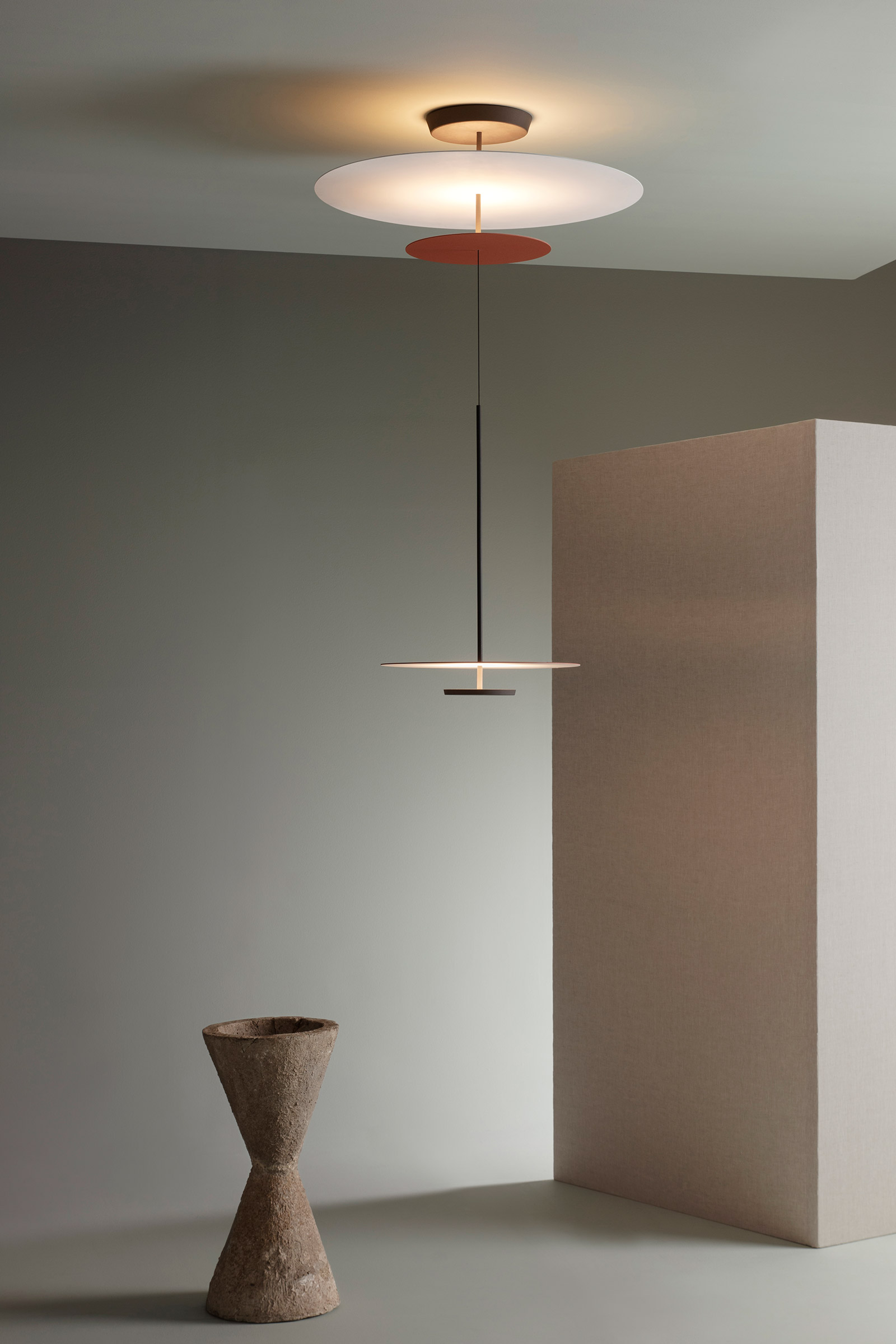 Flat hanging lamp by Vibia