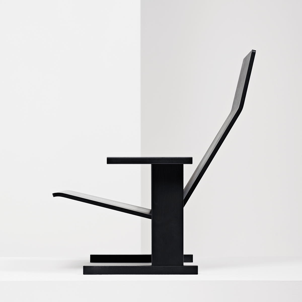 Quindici Lounge chair in black