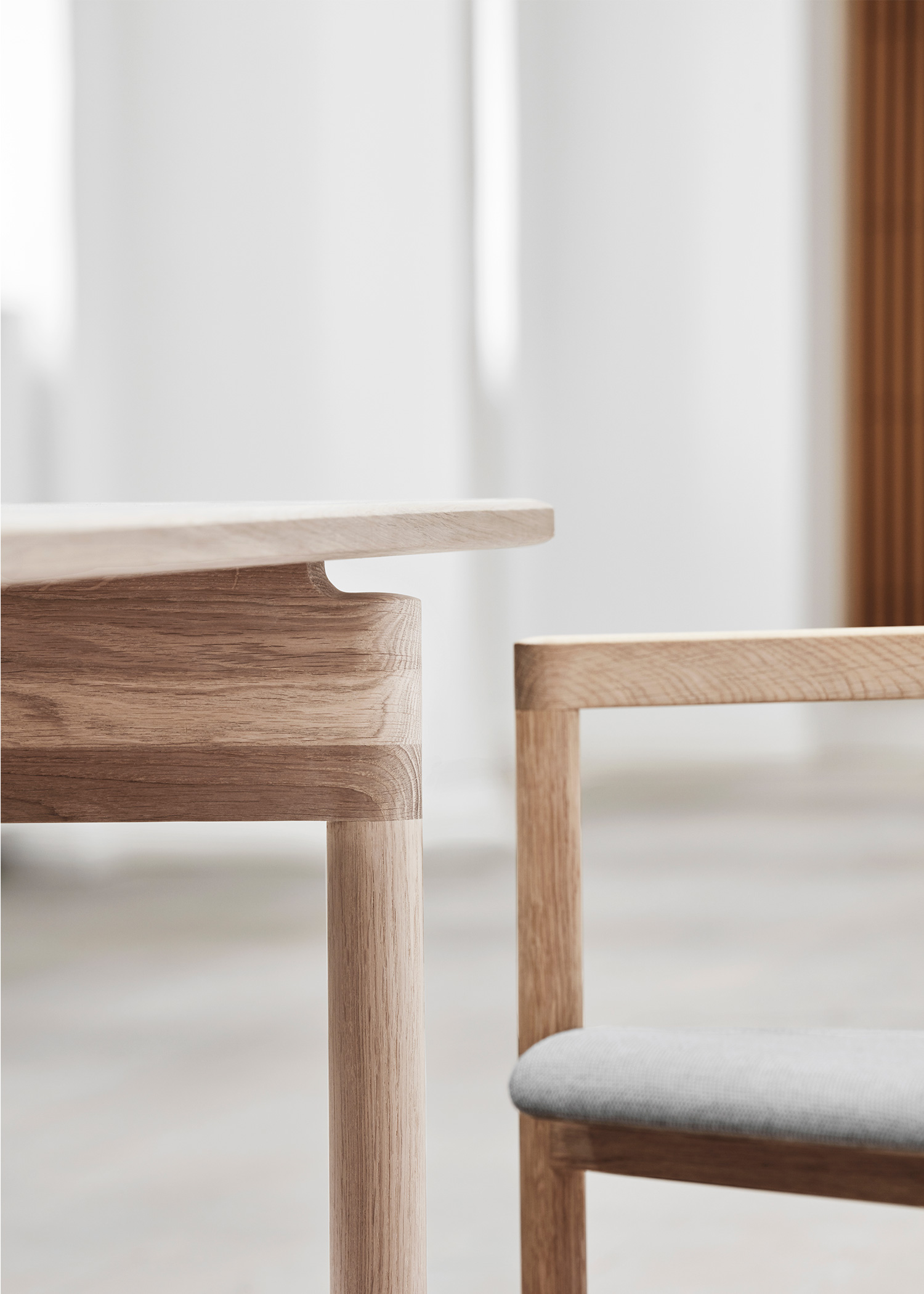 close up of minimal rounded supports of Post table by Fredericia