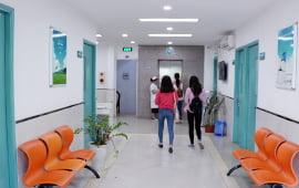 Hành lang phòng khám Thái Hà