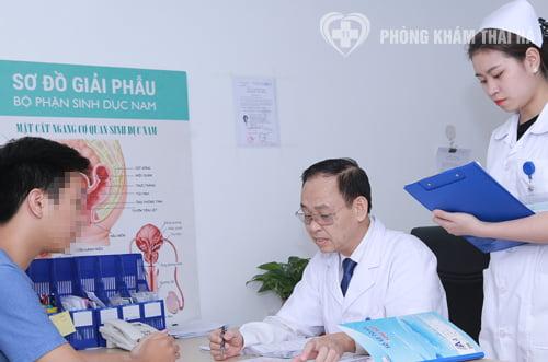Bác sĩ tư vấn phương pháp điều trị bệnh giang mai