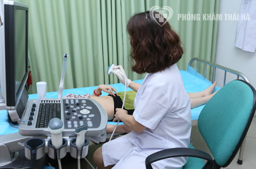 Bác sĩ sản phụ khoa Nguyễn Thị Nga siêu âm thai