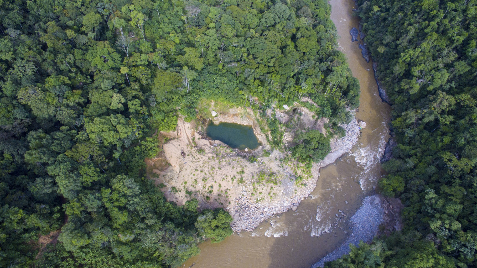 Illegal gold mine on the banks of the Rio Samana