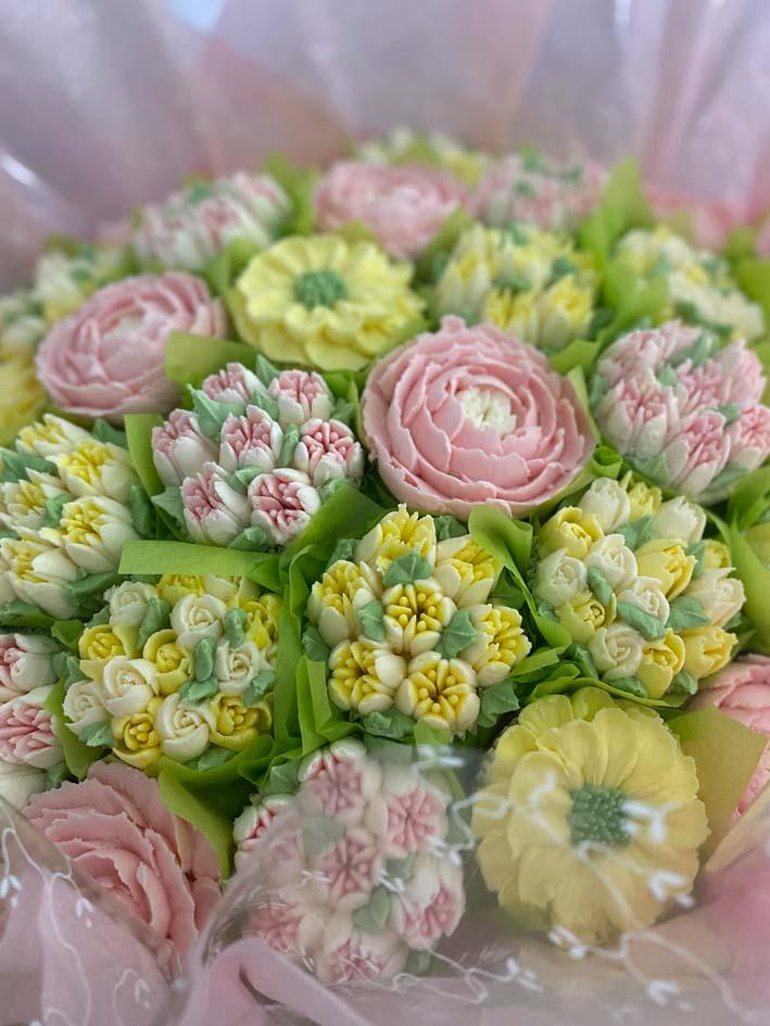 Classic Floral Cupcake Bouquets