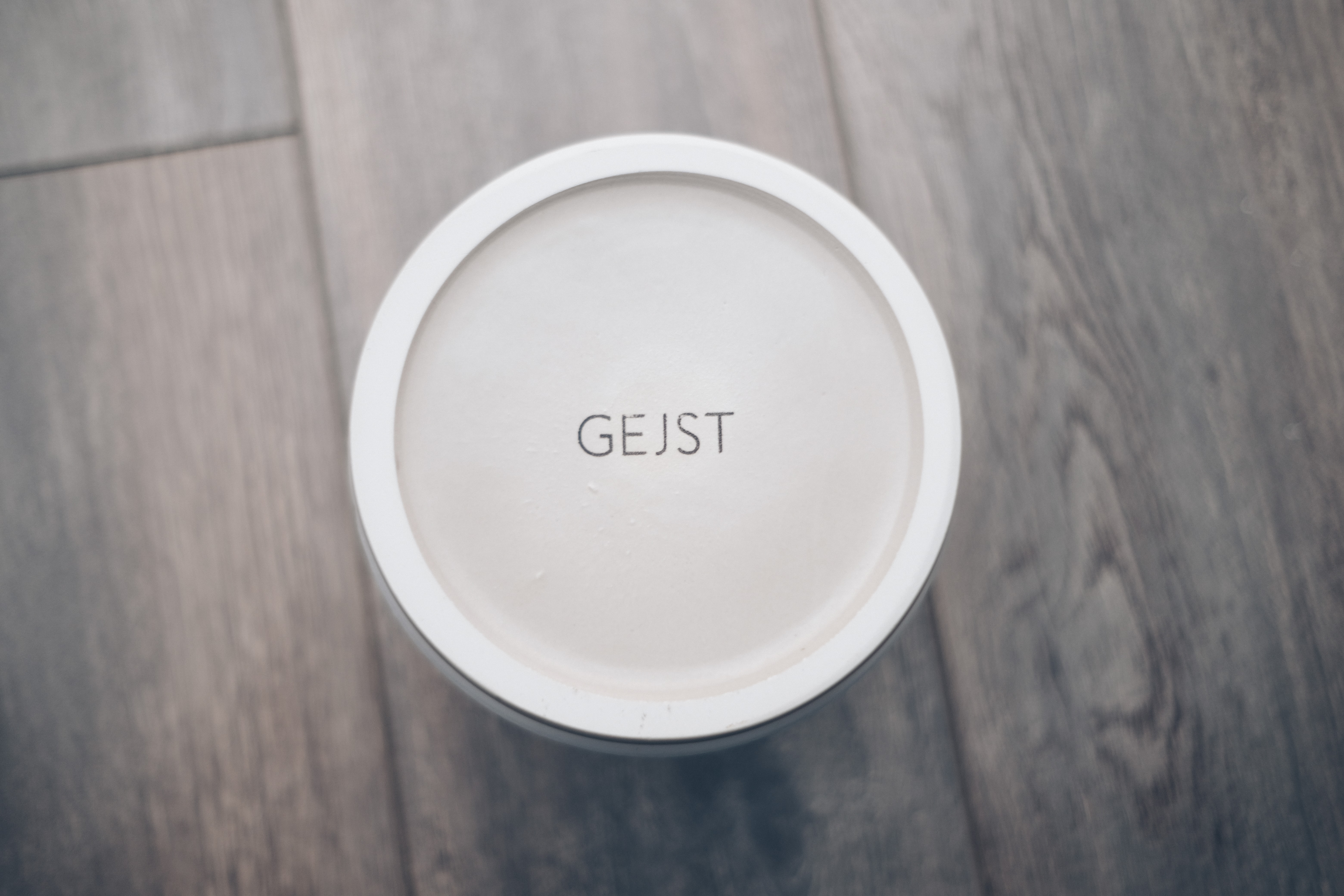 Bottom the vase visible with the gejst branding visible