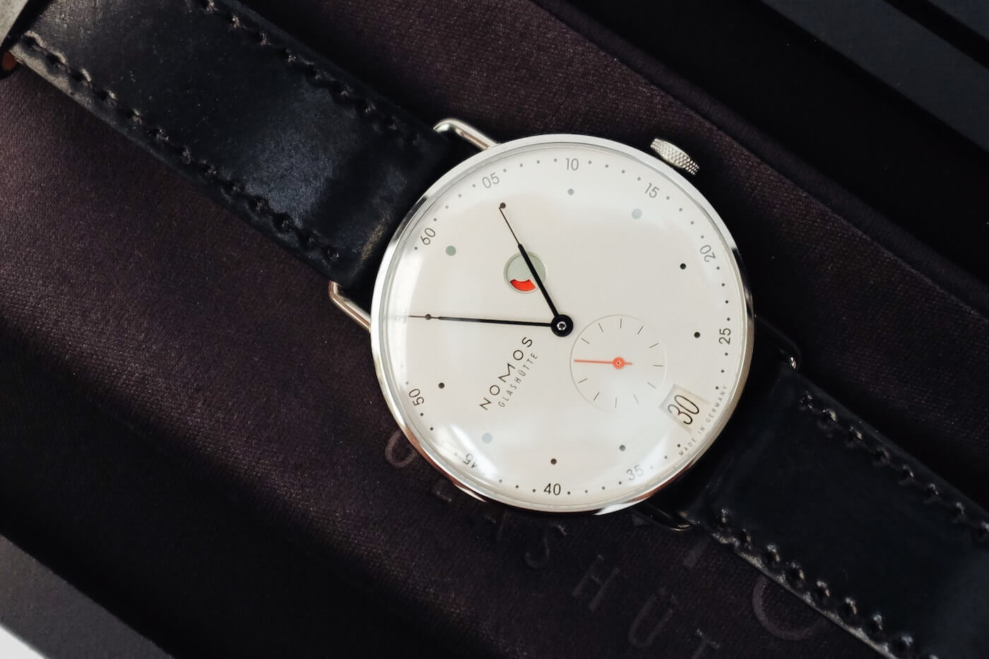 NOMOS Metro Date Watch Review
