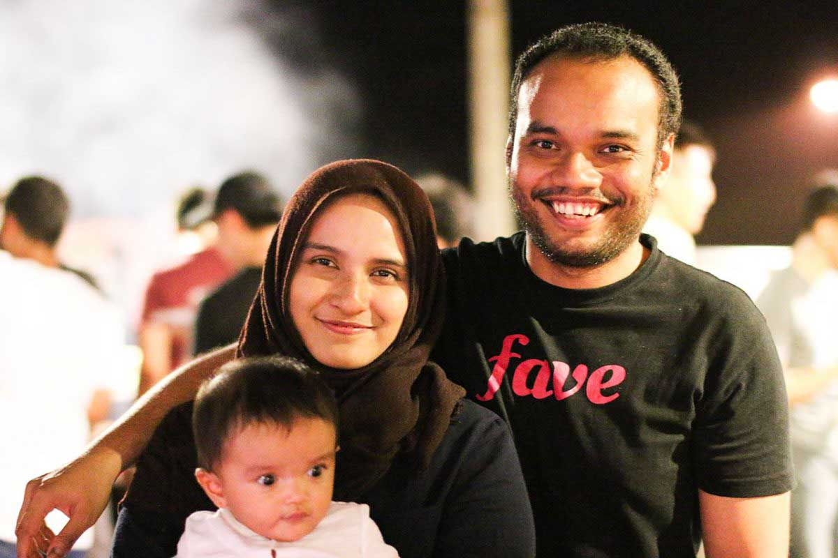 Rizal Muthi, software developer in Envato and previously NEXT Academy's mentor, together with his wife and daughter