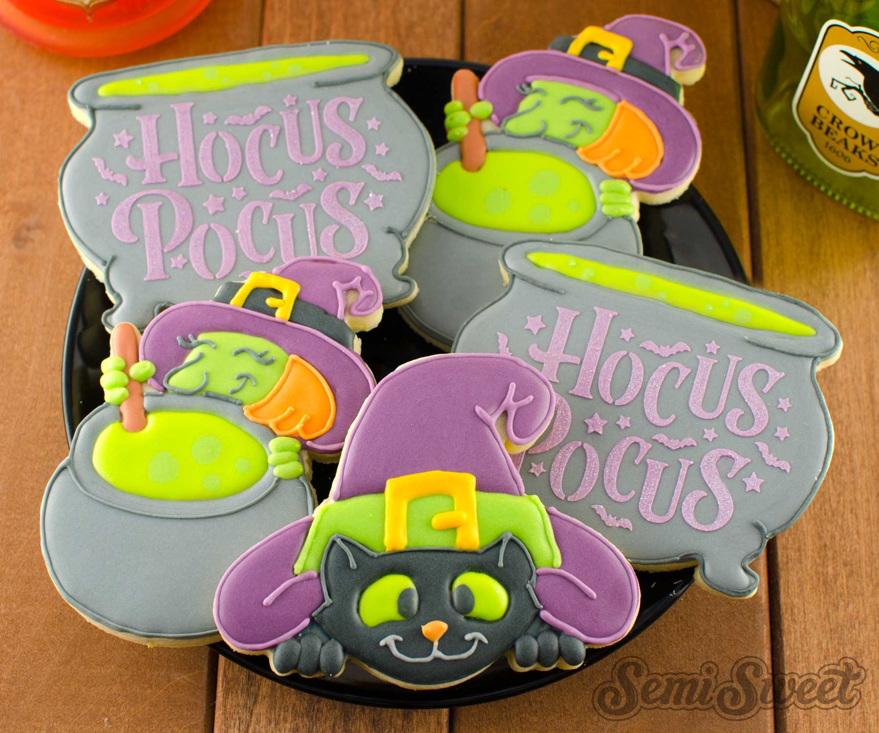 Witch cauldron cat cookies