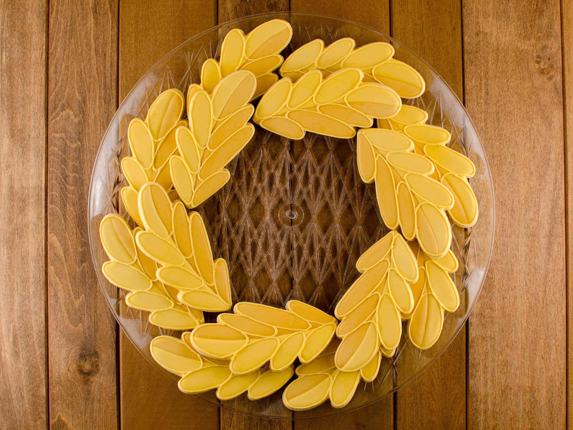 fall wreath cookie platter second layer