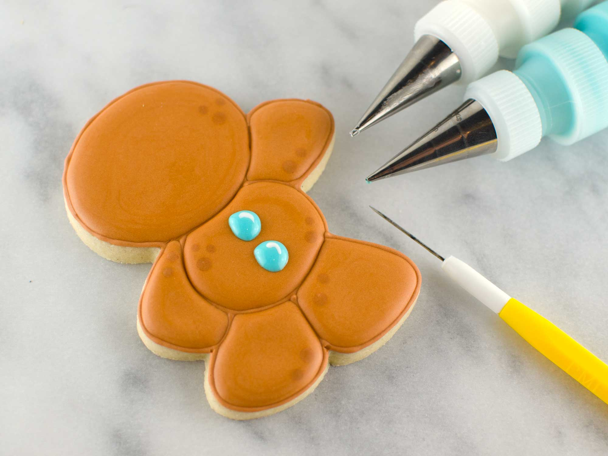 decorated gingerbread man cookie step 5