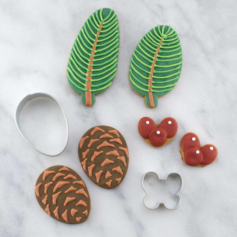 Pine Wreath Cookie Platter accessories