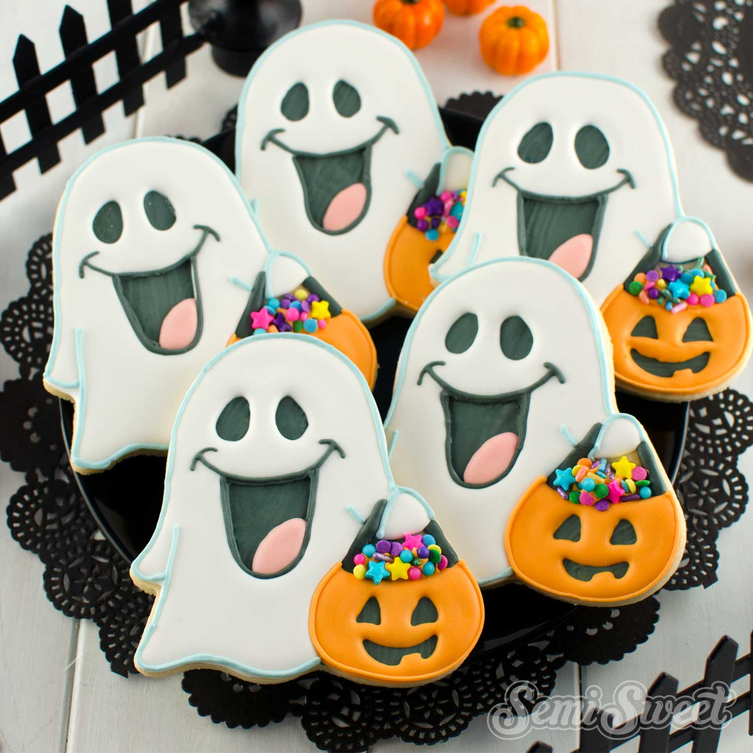 How to Make Trick-or-Treating Ghost Cookies