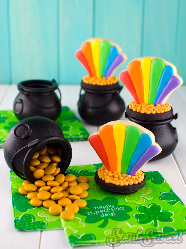 rainbow pot of gold cookie party favors.