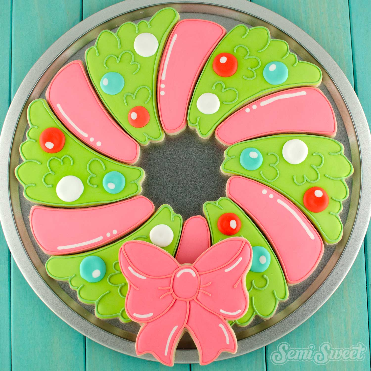 How to Make a Christmas Wreath Cookie Platter