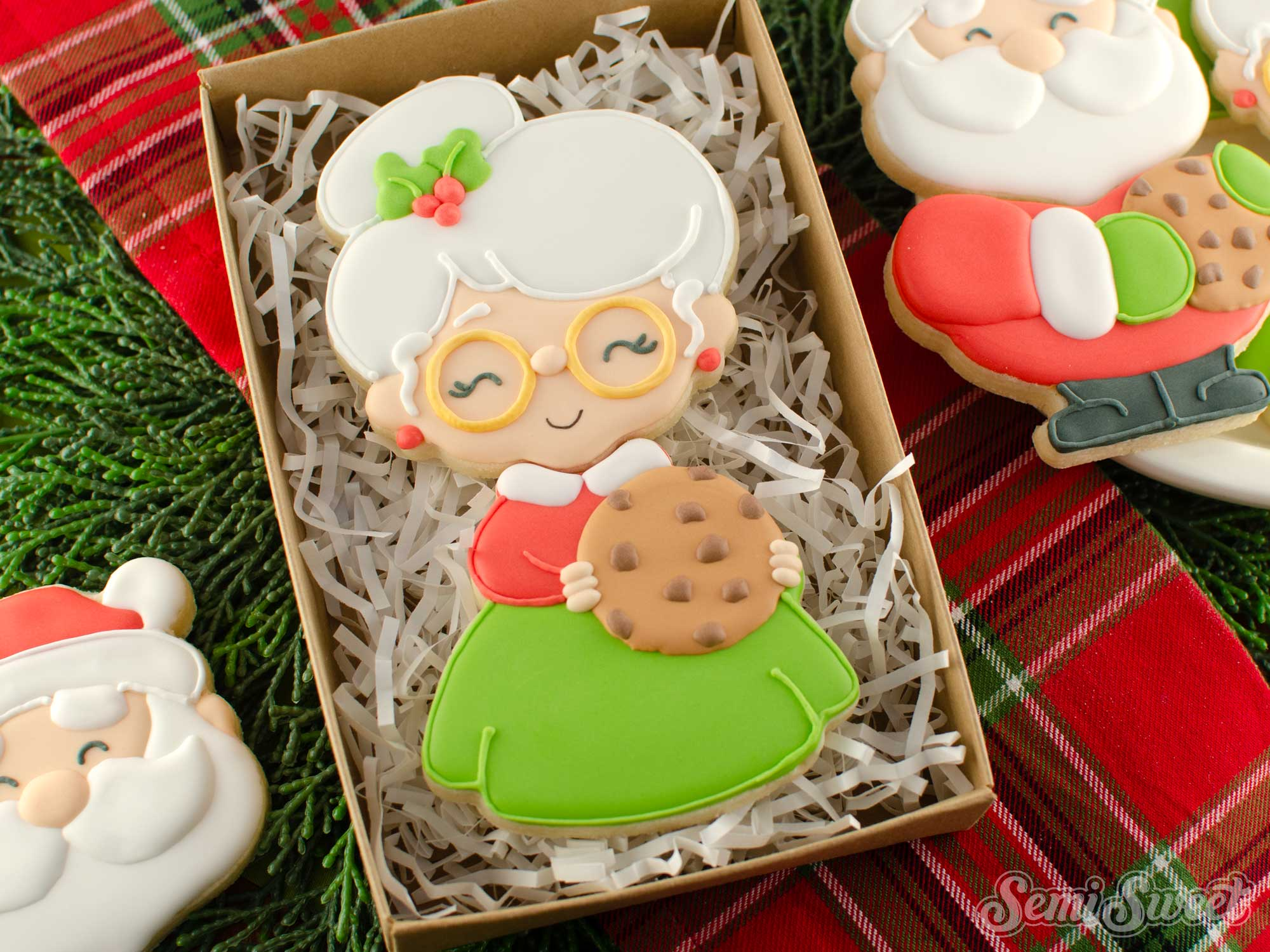 How to Make a Mrs. Claus Cookie Set