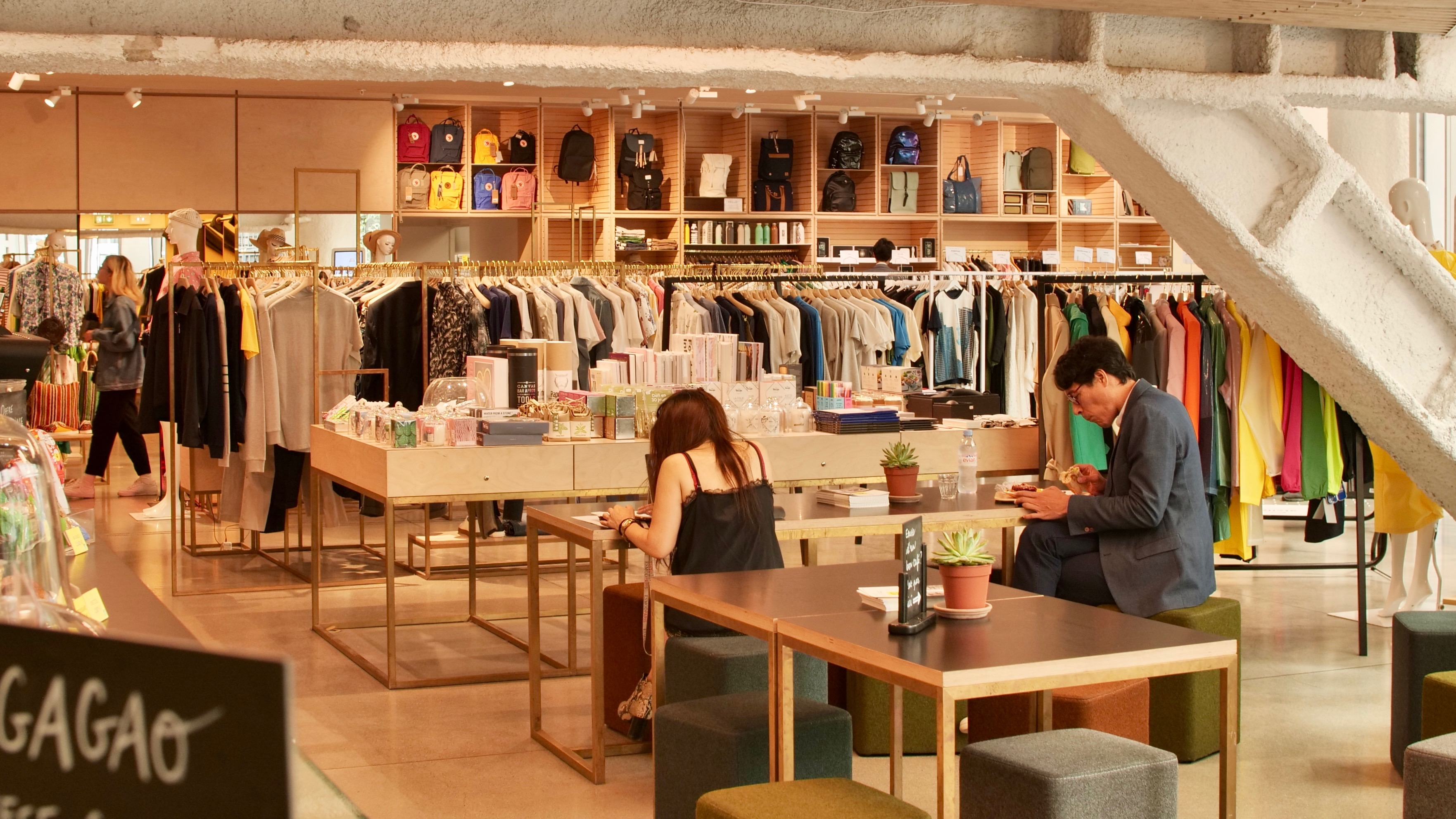 L'interieur du concept store L'Exception
