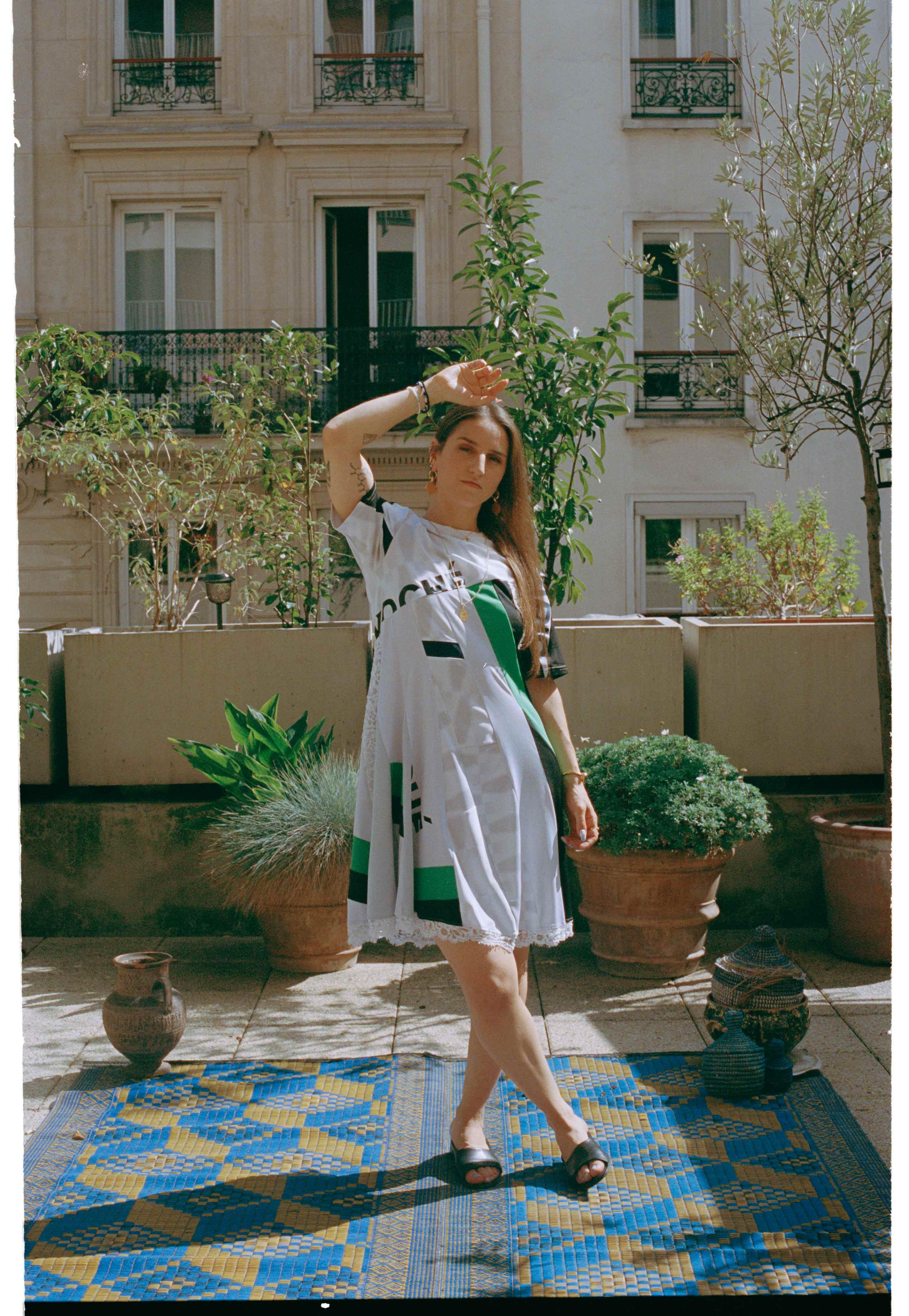 DANS_LE_VESTIAIRE_DE_DANI_RELEASED_PARIS_6
