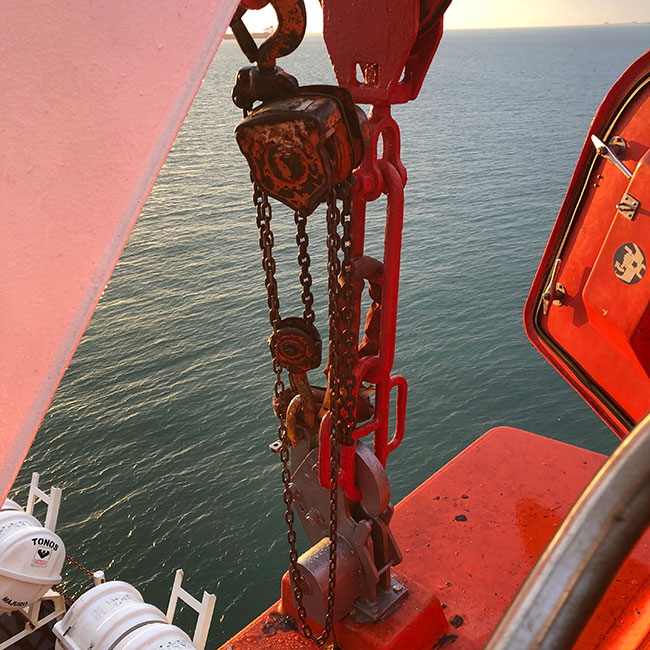 Chain block installed on lifeboat davit
