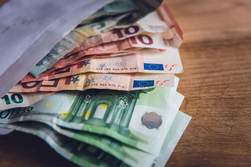 Kiinteistonvalittaja-valityspalkkio-ja-kiinteistonvalittajan-palkka