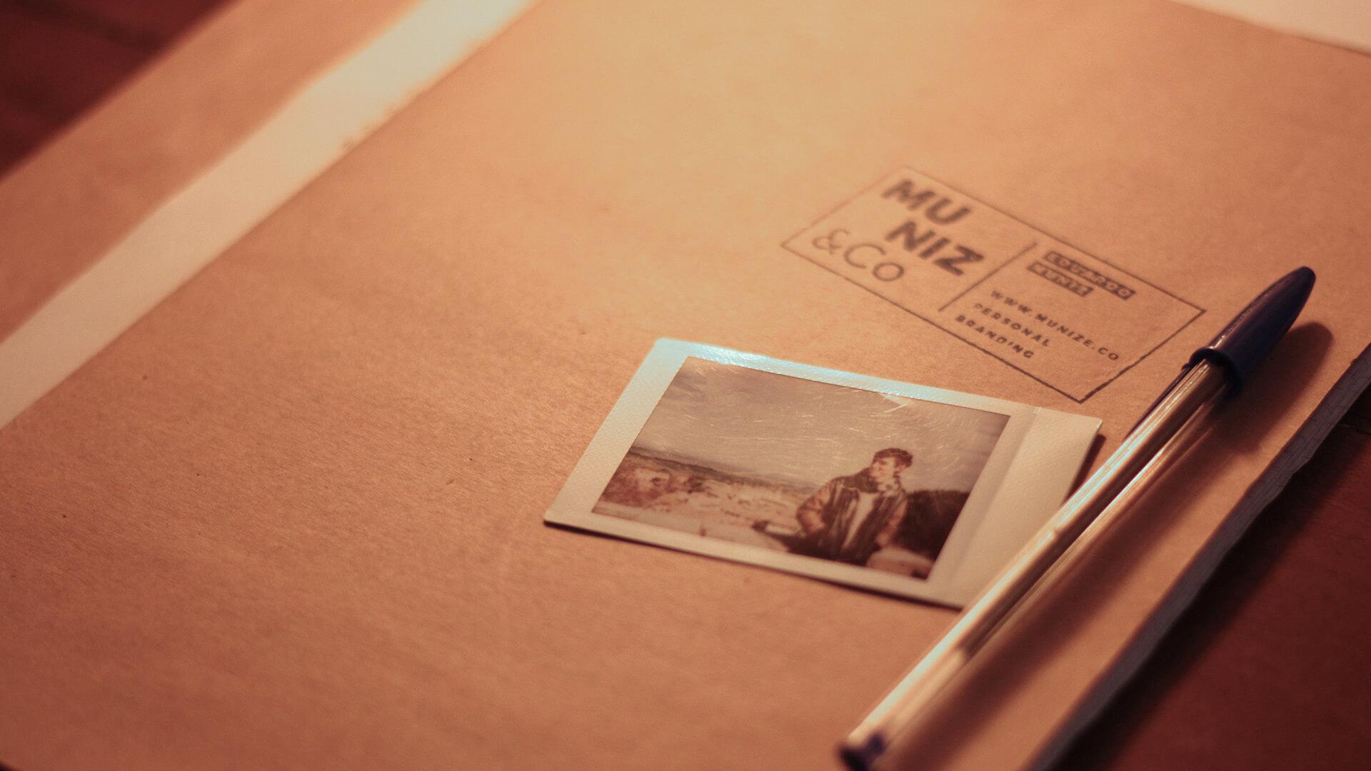 Eduardo Muniz photo beside a logo stamp