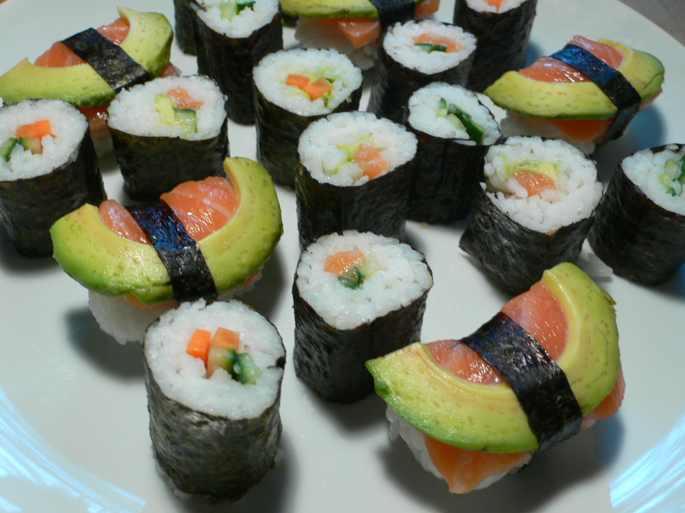 Sushi schmeckt vegetarisch oder mit als nachhaltig zertifiziertem Fisch