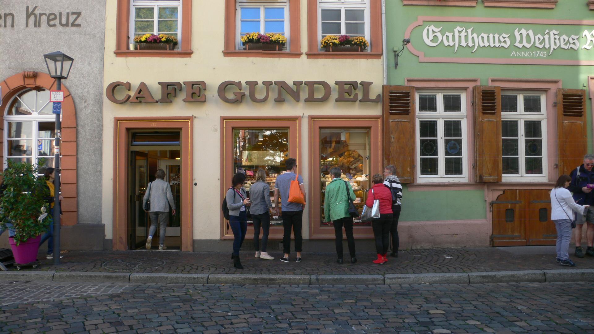 Cafe in der Altstadt neben dem Rathaus