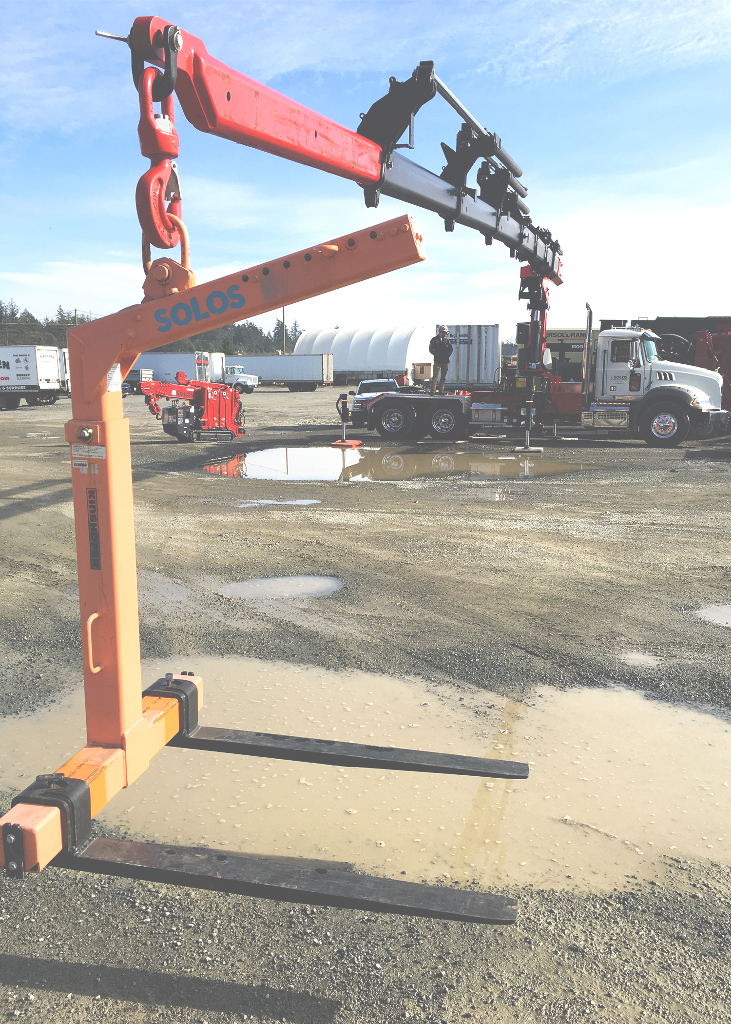 pallet forks, a picker truck, palfinger, crane, lifting, solos