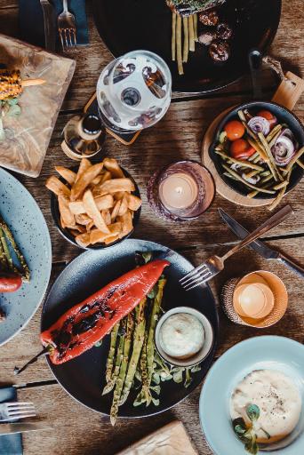 Tafel met gerechten