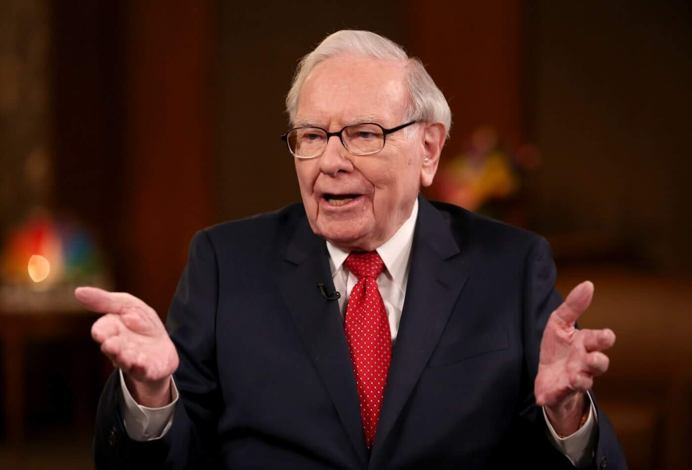 Learning from Warren Buffett Life on LeaderClasses.
