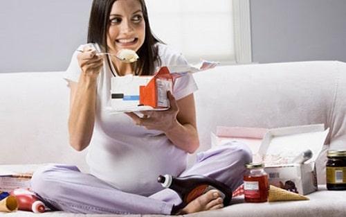 Phụ nữ mới có thai không nên ăn những gì 10+ thực phầm cần kiêng 1