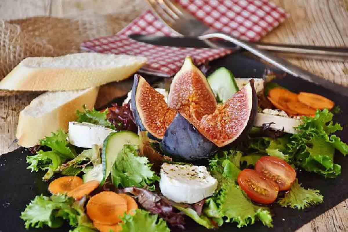 insalata di verdure e fichi