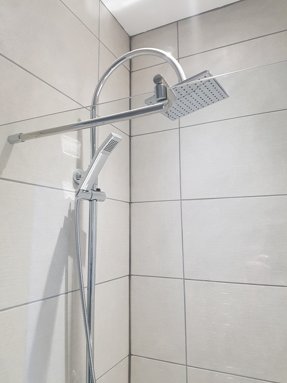 Porthcawl HMO - shower