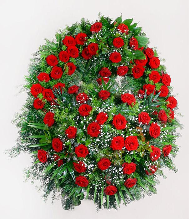 wieniec z czerwonych kwiatów