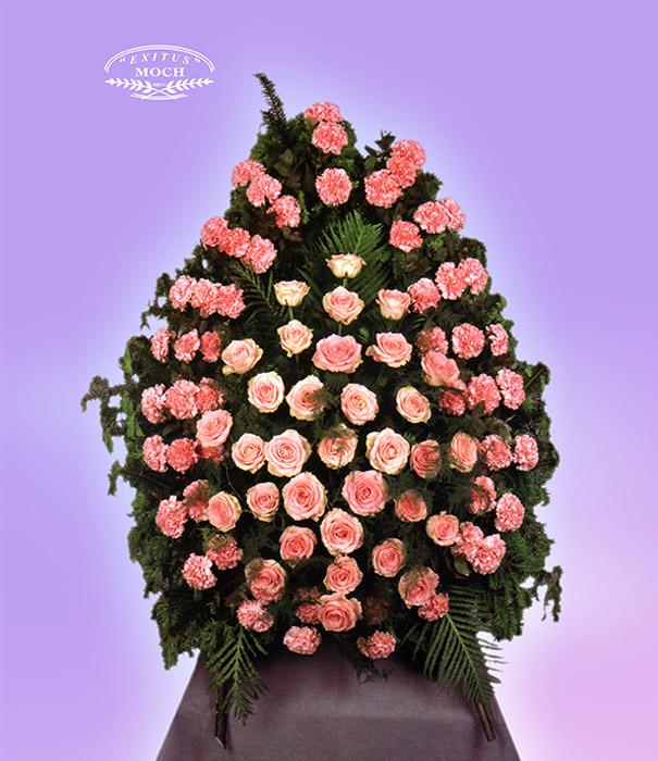 wieniec z różowych kwiatów