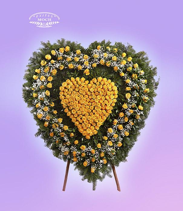 Wieniec w kształcie serca z róż żółtych