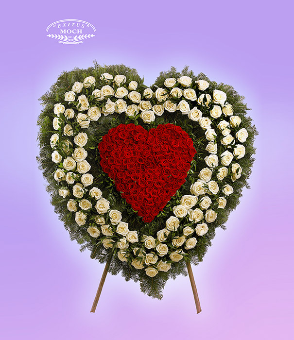 Wieniec z róż w kształcie serca