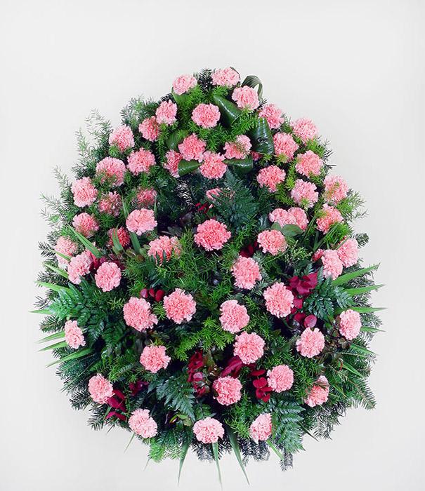 pogrzebowy wieniec z kwiatów różowych